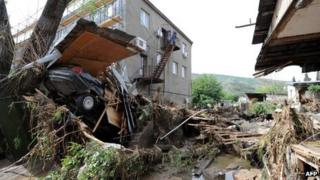 A damaged house and wrecked car in Tbilisi's Ortachala district - 13 May