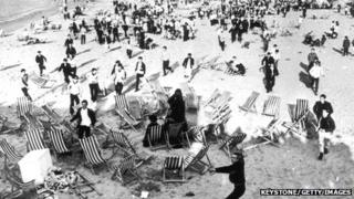 Mods and Rockers clash on beach