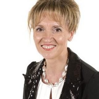 Martina Anderson is to replace Bairbre de Brun