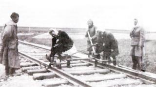 Women building the Trans-Polar Mainline