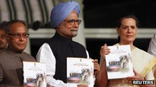 Manmohan Singh and Sonia Gandhi at the release of the India government's report card