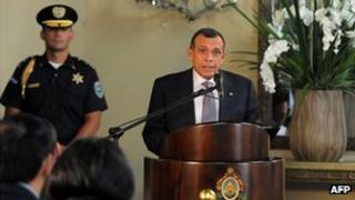 President Porfirio Lobo announces the anti-corruption commission