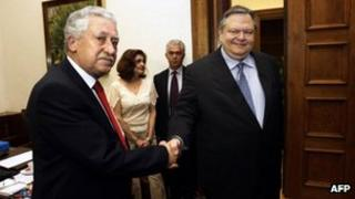 Pasok leader Evangelos Venizelos (right) shakes hands with his Democratic Left counterpart, Fotis Kouvelis