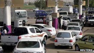 Sudanese motorists queue for petrol - 21 June