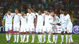 England team with linked arms
