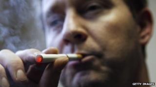 Man smokes a device called 'supersmoker', made available to the Dutch market (2008)