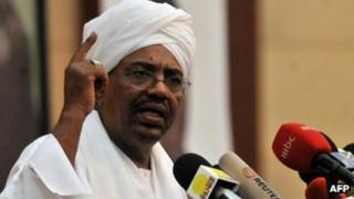 Sudanese President Omar al-Bashir addresses Sudanese students at the Friendship Hall conference centre in Khartoum, 24 June 2012