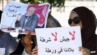 Women demand the release of Ahmed Nabil al-Taher al-Alam in Tripoli (19 July 2012)