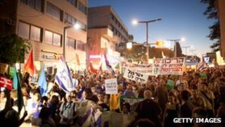 Demonstrators march through the streets to protest against rising housing costs (July 14, 2012)