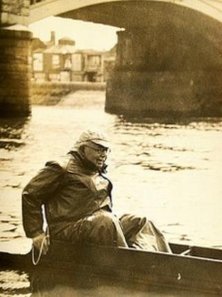 Olympic Silver medal winner Geoffrey Carr on the Thames near Putney where he started his rowing career with Thames Rowing Club. The picture was taken when Carr was 66 years old, 40 years after he won the silver medal at the 1912 Olympics.