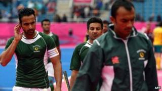 Sohail Abbas (L) of Pakistan leaves the field along with team members after Pakistan lost to Australia