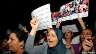 Tunisian women shout slogans during a protest calling for the respect of women's rights (13 August 2012)