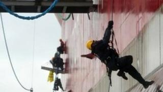 Greenpeace activist boards oil rig, 24 August 2012