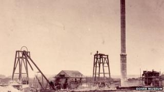 Building Snowdown Colliery in 1907