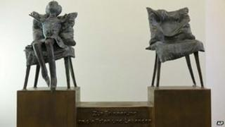 Bronze statue symbolizing a child born without limbs because of thalidomide