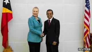 US Secretary of State Hillary Clinton shakes hands with East Timor's President Taur Matan Ruak at the Presidential Palace in Dili, 6 September, 2012