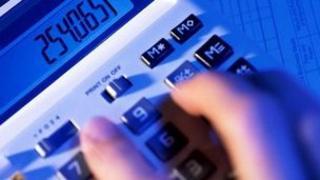 Hand operating calculator
