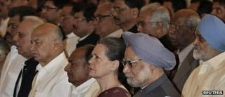 Indian PM Manmohan Singh, Congress party president Sonia Gandhi and other officials at swearing in ceremony