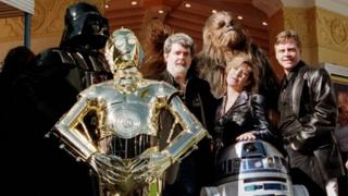George Lucas (centre) with Carrie Fisher, Mark Hamill (right) and other Star Wars regulars in 1997