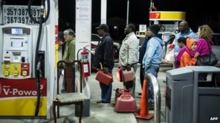 Queue at a petrol station in Edison, New Jersey (30 Oct)
