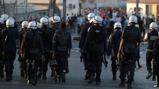 Bahrain police approach anti-government protesters in Diraz (2 November 2012)