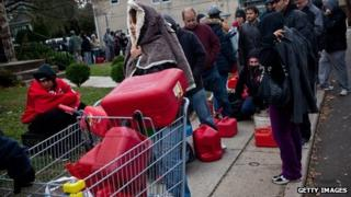 New Yorkers queue for fuel in Staten Island (3 Nov 2012)