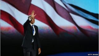 Obama waves to the crowd