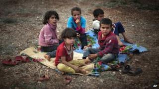 Children at a camp for displaced people in the Syrian village of Atmeh, near the Turkish border with Syria (8 November 2012)