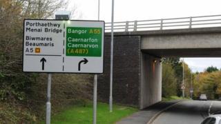 The road sign near the Britannia Bridge