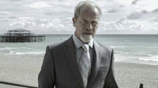 Peter Mullan as Richie Beckett