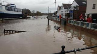 Upton flood defences