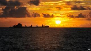 Ships off the coast of the Somali capital, Mogadishu (30 Oct 2012)