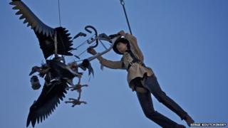 A giant vulture as featured in Rue de la Chute (Fall Street)