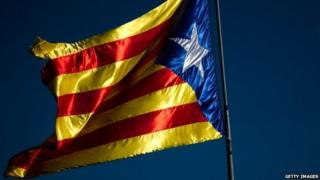 A pro-independent Catalonia flag flies on the outskirts of the village of Olot (20 November 12)