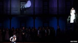 Tenor Jonas Kaufmann (lft) and Soprano Annette Dasch (rt) perform Lohengrin at La Scala on Friday