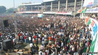 People singing India's national anthem in Kanpur on 9 December 2012