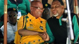 Jacob Zuma and Kgalema Motlanthe shake hands in Bloemfontein (8 January 2012)