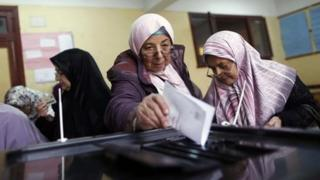 Women vote in central Cairo, 15 December