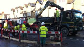 Engineers work on Botley Road leak
