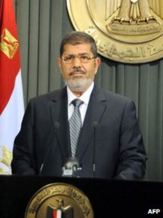 Mohamed Morsi giving a televised speech on December 26