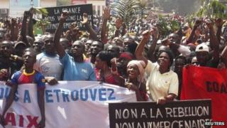 Supporters of Central African Republic President Francois Bozize and anti-rebel protesters chant slogans as the president appeals for international help in Bangui, 27 December 2012