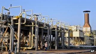 Fahmideh gas refinery and storage facility in Iran (5 January 2012)