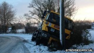 Gritting lorry in ditch in Suffolk