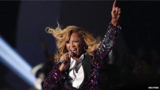 Beyonce performing at the 2011 MTV Awards