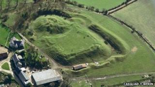 Castell Paun, ger Y Gelli Gandryll, Powys
