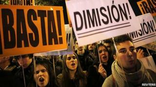 Anti-government protest outside PP headquarters in Madrid, 31 Jan 13