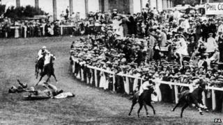 Suffragette Emily Davison throwing herself under a horse in 1913