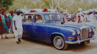 The emir's car seconds before gunshots