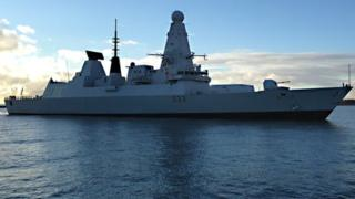 HMS Dauntless sails towards the quay in Great Yarmouth