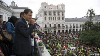 President Rafael Correa addresses supporters from the balcony of Carondelet Palace in Quito (17 February 2013)